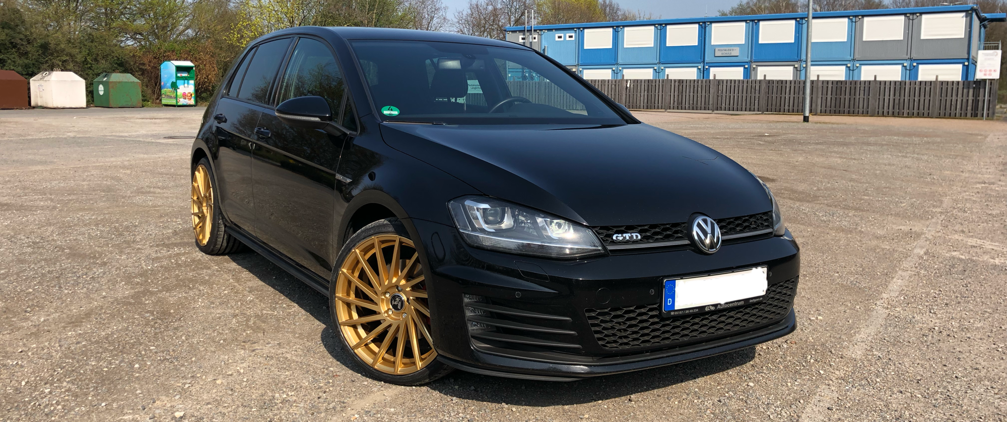 VW – Golf 7 – ULTRA WHEELS – UA9 – Storm – Gold – 19 Zoll