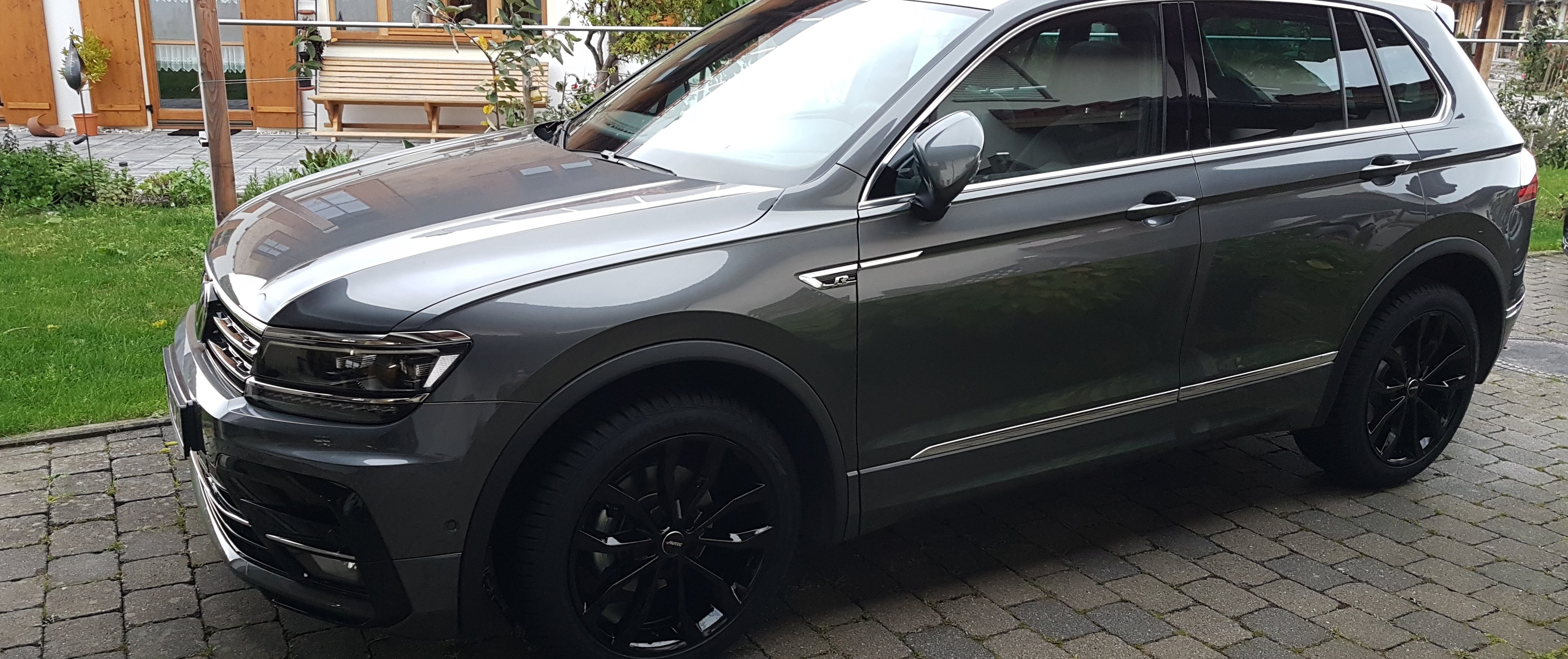 VW – Tiguan – Grau – AUTEC – Uteca – Schwarz – 19 Zoll