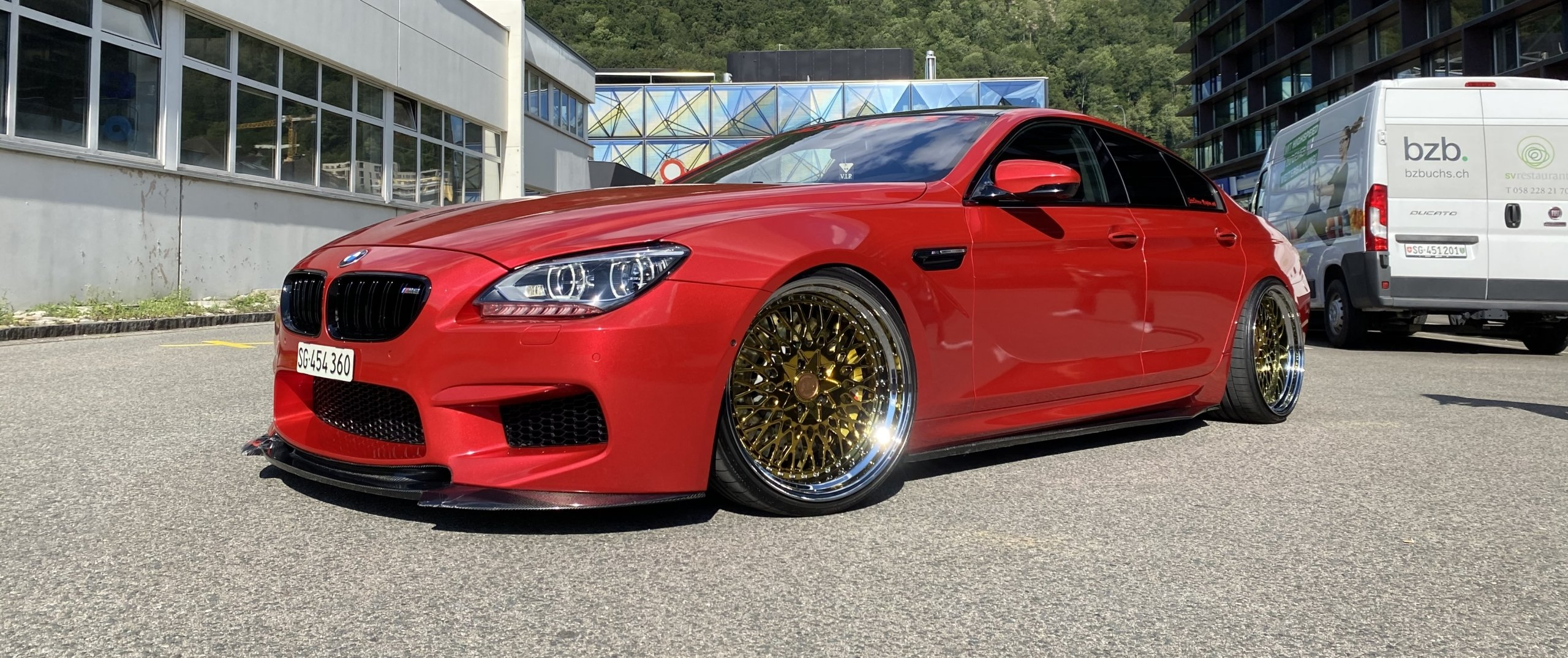 BMW – M6 – Rot – AD FORGED WHEELS – Typ 1.0 – Royal Gold Brushed – 21 Zoll