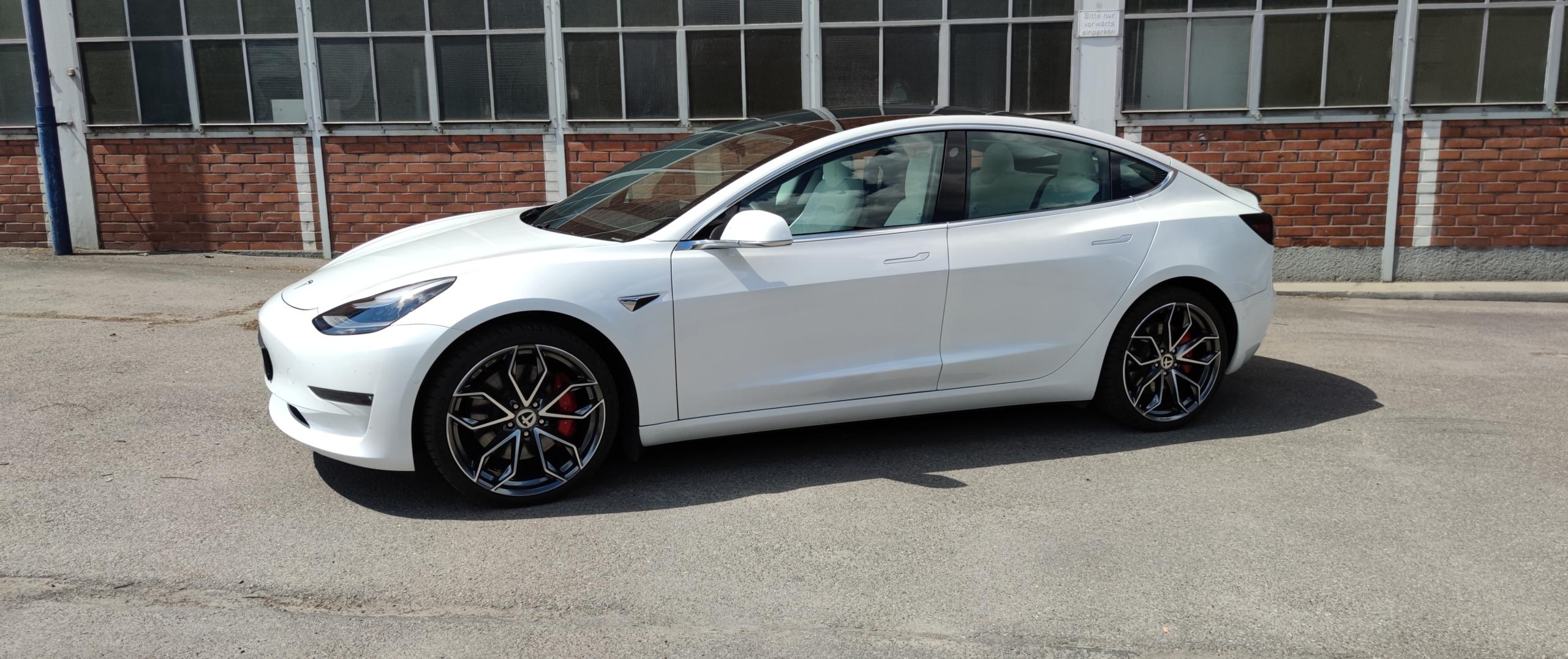 Tesla – Model 3 – Weiß – TOMASON – TN22 – Chrom – 20 Zoll